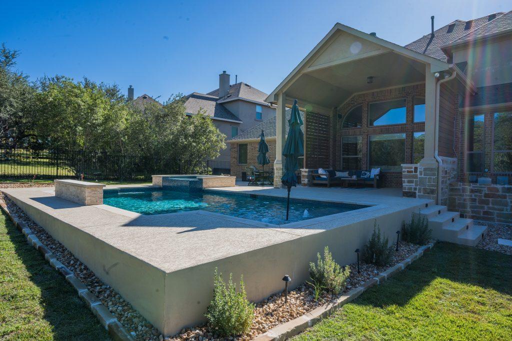 How is a Gunite Swimming Pool Made?