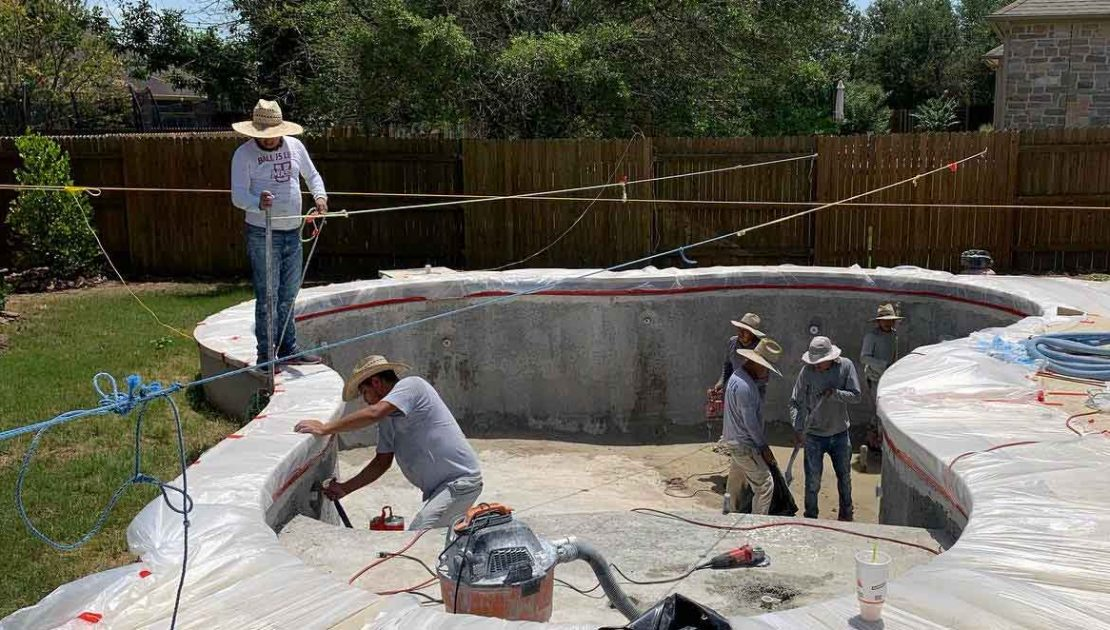 Austin Pool Builders - Lakeside Custom Pools specialize in the construction of inground swimming pools